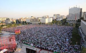 Festohet Fiter Bajrami  mbushet sheshi  Skënderbej