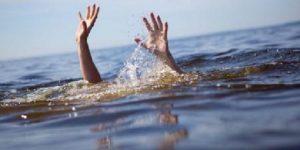 Dy pushues rrezikojnë të mbyten në plazh/ Në gjendje të rëndë në spital