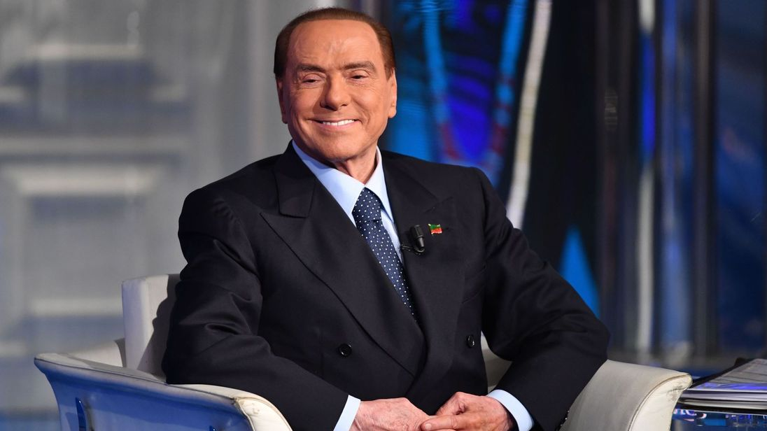 U infektua me COVID-19/ Silvio Berlusconi del sot nga spitali