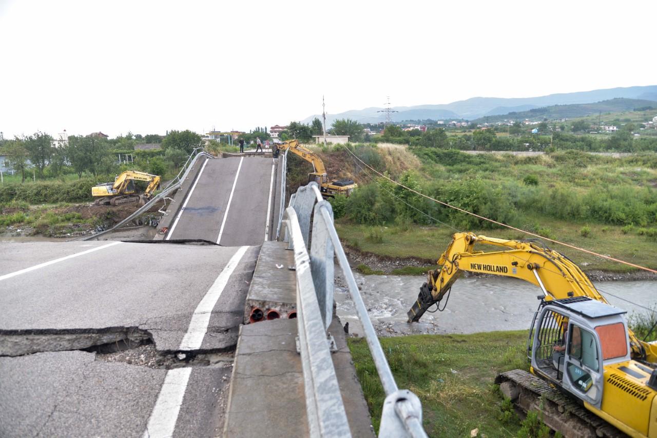 rindertohet-ura-e-drojes-u-shkaterrua-nga-permbytjet