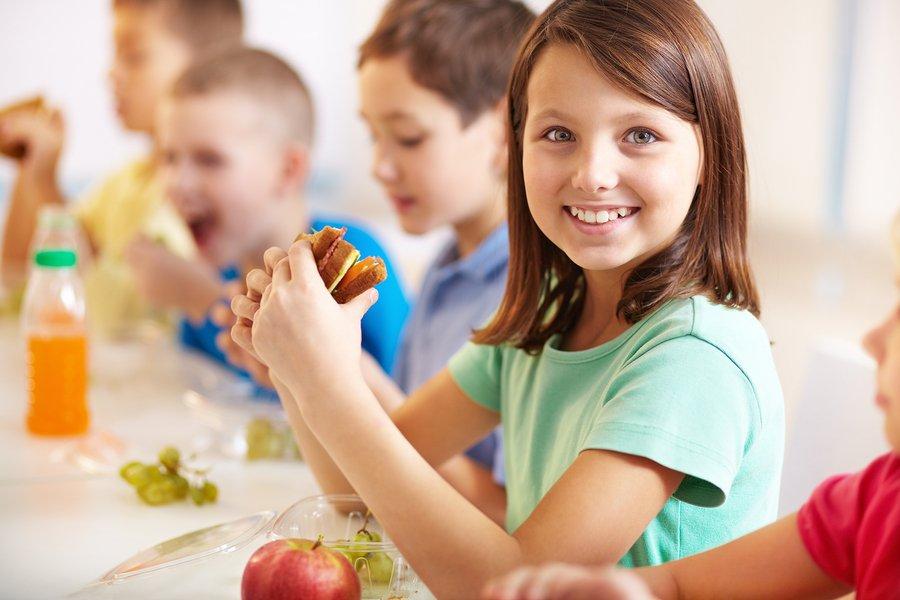 shkolla-cilet-jane-ushqimet-qe-nuk-duhet-te-mungojne-ne-canten-e-femijes