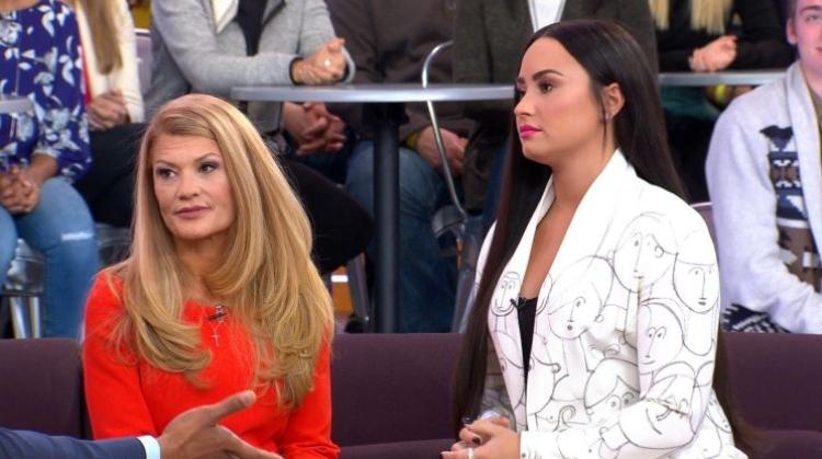 E ëma e Demi Lovatos rrëfen momentet e tmerrit kur e bija kaloi në mbidozë