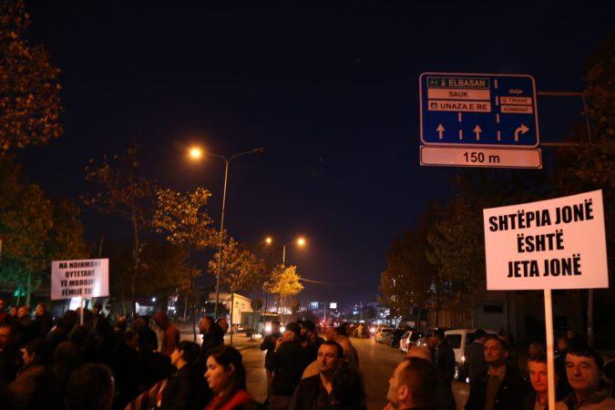 Protesta te Unaza e Re  opozita bojkoton mbledhjen e Këshillit Bashkiak