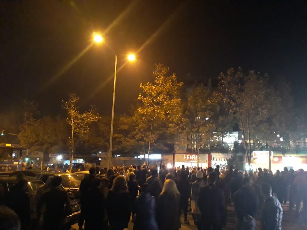 Protestuesit tek  Astiri   Nuk na përçajnë dot  të enjten tek bashkia FOTO