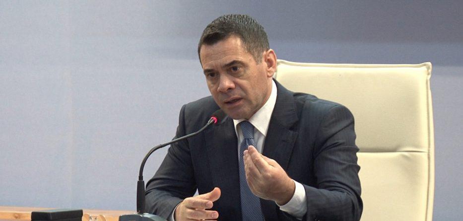 Arben Ahmetaj  Hetoni kompanitë ajrore  abuzojnë me çmimet e biletave