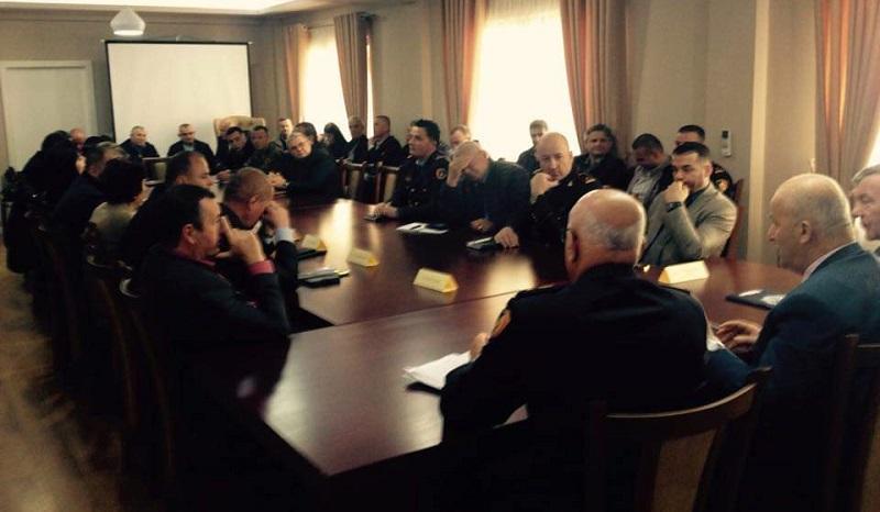 Tryezë antidrogë në Berat  në fokus zhdukja e kultivimit të kanabisit