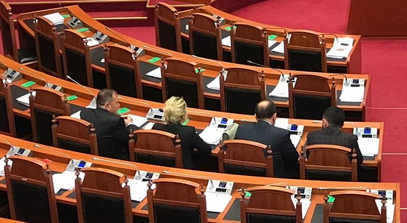 3 deputetë betohen të enjten në kuvend  në total bëhen 17 të rinj