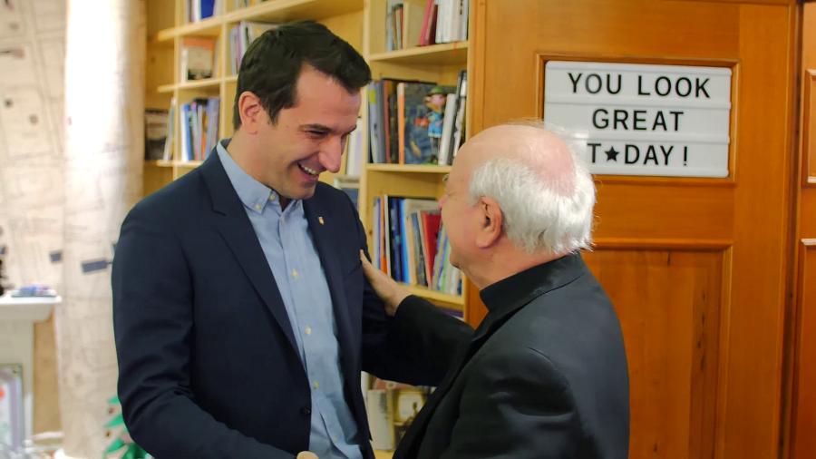 Veliaj i jep  çelësin e Tiranës  presidentit të akademisë papnore të Vatikanit