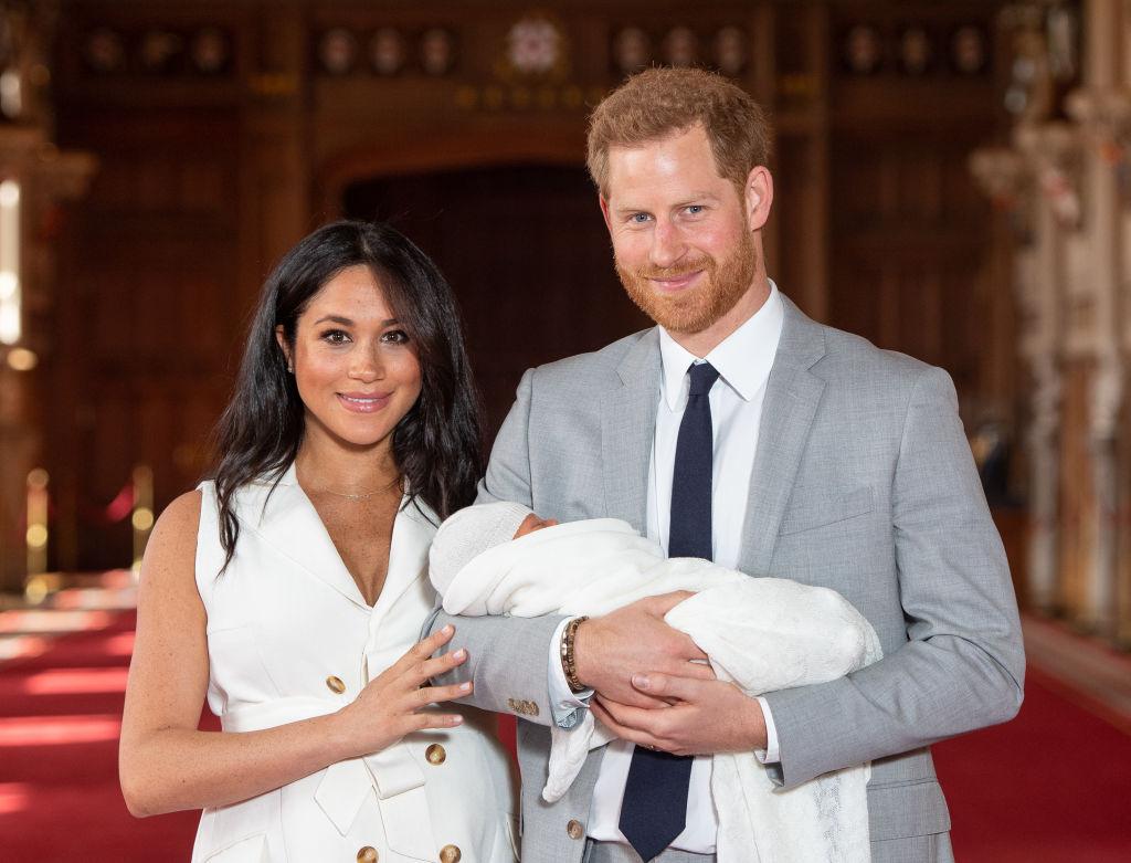 Zbulohet arsyeja pse Harry dhe Meghan hoqën dorë nga familja mbretërore -  Vizion Plus