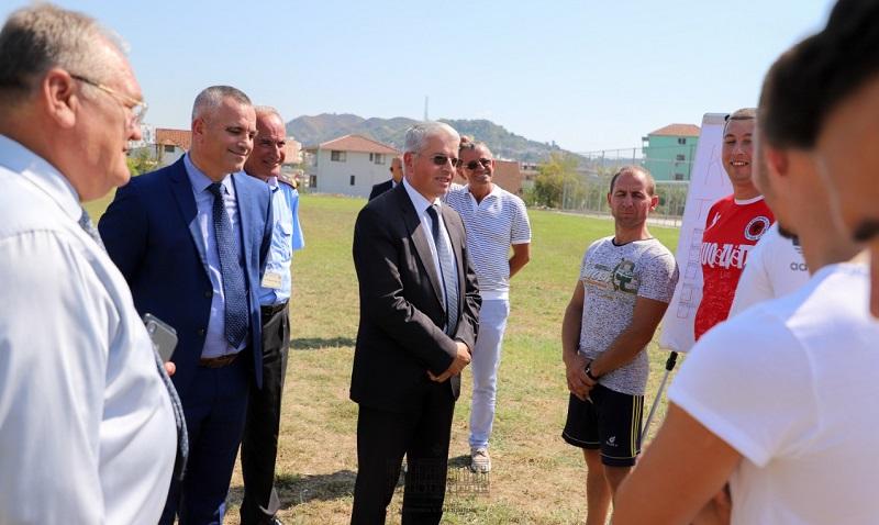 Ministri Lleshaj ndjek testimin fizik të kandidatëve për tu bërë polic