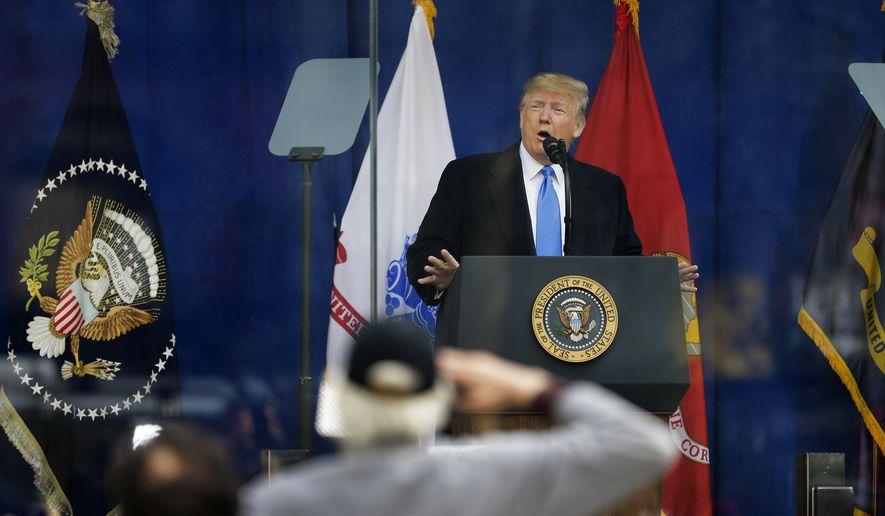 Trump presidenti i parë që merr pjesë në paradën e veteranëve në Nju Jork