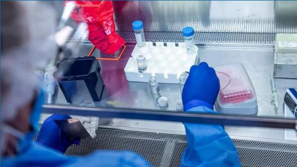 Testohet në SHBA vaksina kundër COVID 19 e financuar nga Bill Gates