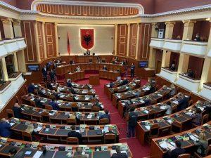 Valentina Leskaj: Parlamenti sot të turpëron