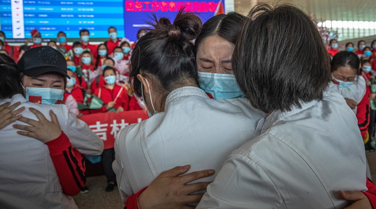 Rikthehen përqafimet në Wuhan  nisin  arratisjet  nga qyteti