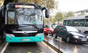 Transporti publik merr vendimin: Nga sot përgjysmohet numri i urbanëve në Tiranë