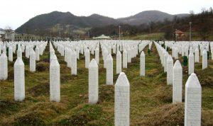 Masakra e Srebrenicës s harrohet   Në Prishtinë  deputetët serbë nuk i nderojnë viktimat