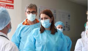 Manastirliu inspekton spitalin e Vlorës  Fuqizojmë terapinë intensive  përgatitemi për çdo situatë