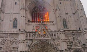 Pas Notre Dame, një tjetër katedrale digjet në Francë
