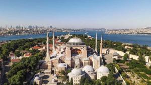 Kthimi i  Hagia Sofias  në xhami  Nga Berlini në Athinë e Moskë  kundërshtohet vendimi i Erdogan