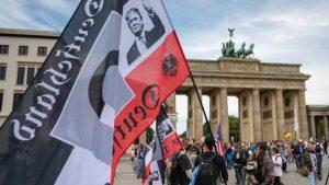 Zgjerohen protestat anti-Covid/ Qindra të arrestuar pas tubimeve kundër bllokimit
