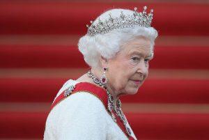 Mbretëresha Elizabeth detyrohet të thyejë traditën 33-vjeçare, ja çfarë e detyroi