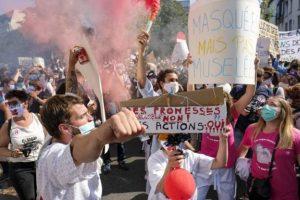 Mjekë dhe infermierë në Bruksel protestojnë për pagat dhe fondet