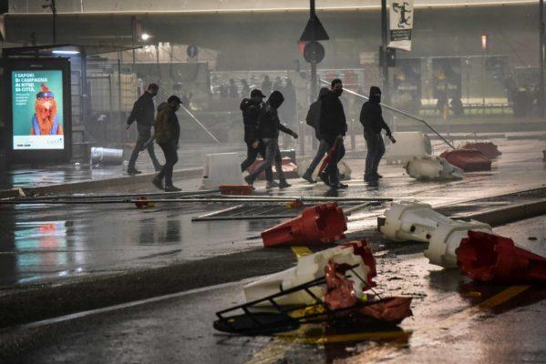 Protesta të dhunshme në Itali kundër masave të reja ndaj pandemisë