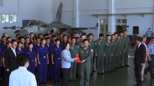 Kina kërcënon Tajvanin me ndërhyrje ushtarake