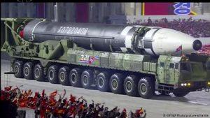 Koreja e Veriut zhvillon për ditëlindjen e partisë një paradë të madhe ushtarake