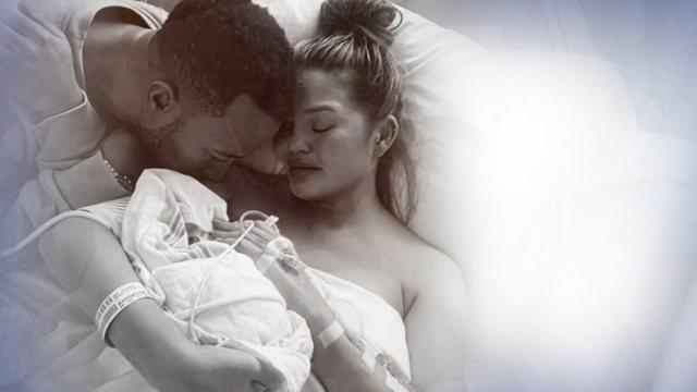 Fëmija i tyre ndërroi jetë pak ditë më parë, këngëtari i njohur i bën dedikimin e ndjerë bashkëshortes