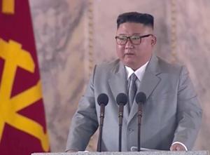 Përlotet Kim Jong Un: Koreja e Veriut nuk ka asnjë rast me COVID