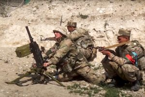 Armëpushimi thyhet që në nisje, rindizet konflikti mes Armenisë dhe Azerbajxhanit