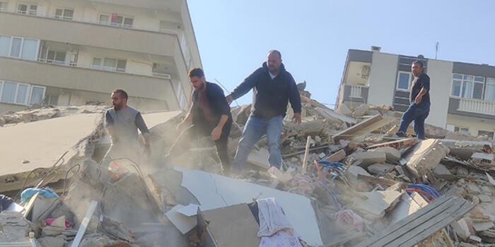 Shpresë nën rrënojat e Izmirit/ Nxirren gjallë të tjerë persona nga ndërtesat e shembura