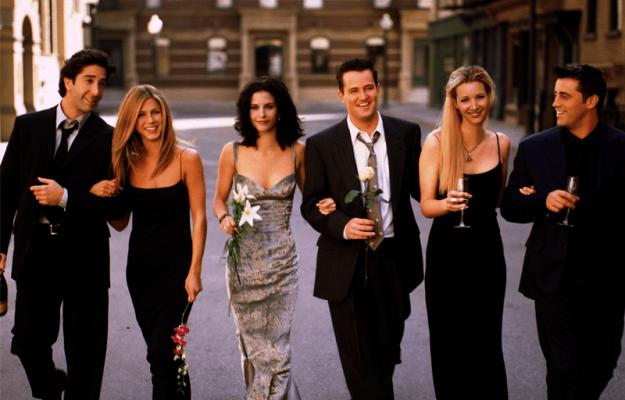 """I jep fund beqarisë me të dashurën 22 vite më të re aktori i """"Friends"""""""