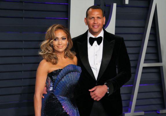 Jennifer Lopez kërkon dëmshpërblim prej 250 milionë dollarë nga partneri nëse e tradhton