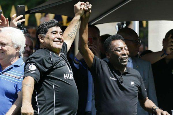 Pele, i pikëlluar për humbjen e Maradonës: Shpresoj që një ditë të luajmë bashkë në qiell