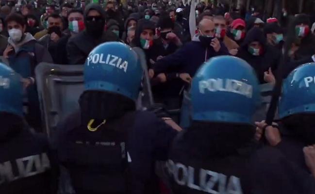 """""""Po vdesim nga uria""""/ Protesta të dhunshme në Itali, qytetarët përplasen me policinë e gazetarët"""