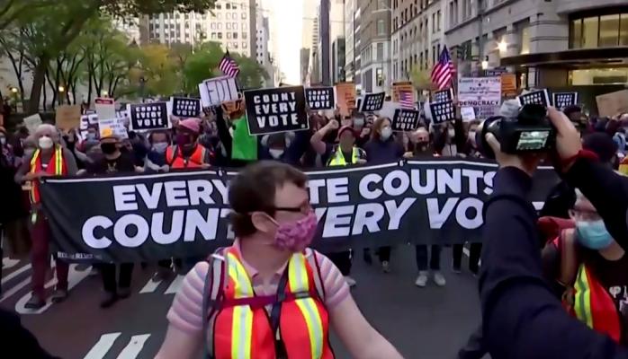 Shpërthejnë protestat në SHBA/ Njerëzit në rrugë, kërkojnë rinumërim votash