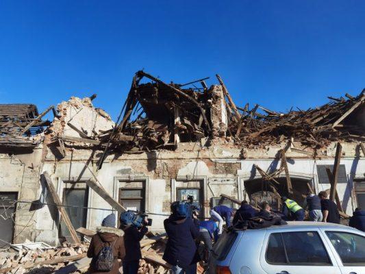 Ndërtesa të shkatërruara/ Pamje nga Kroacia pas tërmetit të fuqishëm