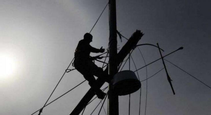 Erërat e forta shkëpusin energjinë elektrike në disa fshatra në Korçë