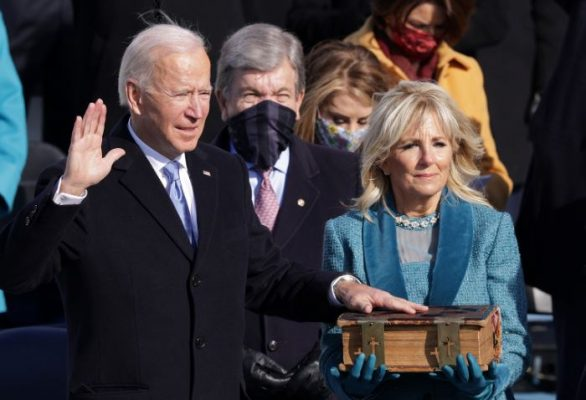 Joe Biden bën betimin dhe merr detyrën si Presidenti i 46 i SHBA