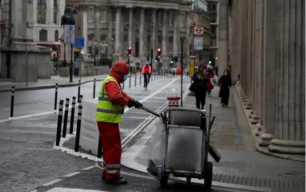 """Fantazia seksuale e britanikeve """"ndizet"""" kur të dashurit e tyre vishen si pastrues rrugësh"""