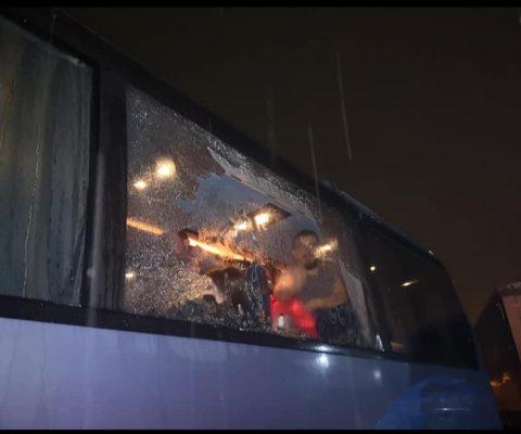 Sulmohet me gurë autobusi me kosovarë në Mal të Zi