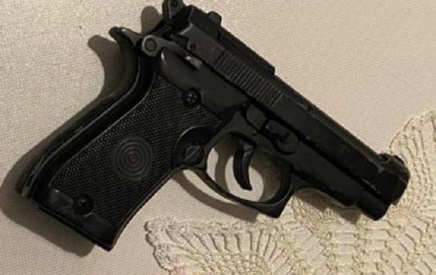 Sherr për vendin e parkimit, 18 vjeçari qëllon me armë