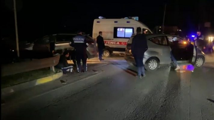 Përplasen makinat në Elbasan, tre të plagosur