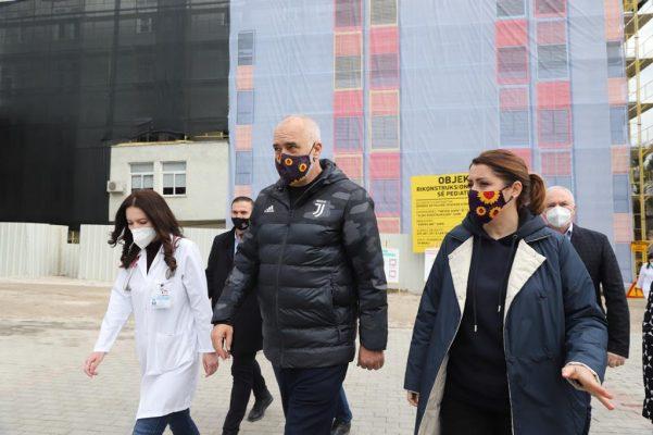 Elbasani nis vaksinimin/ Manastirliu: Javën e ardhshme radha e mjekëve të familjes