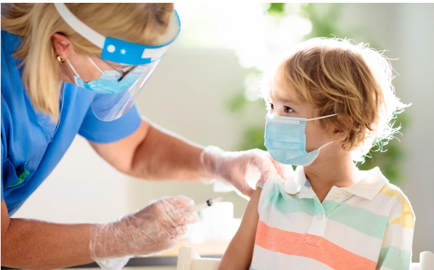 Vaksina Pfizer do të testohet te fëmijët 5-11 vjeç