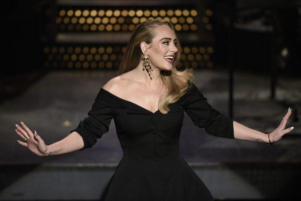 Adele, artistja femër më e shitur e shekullit