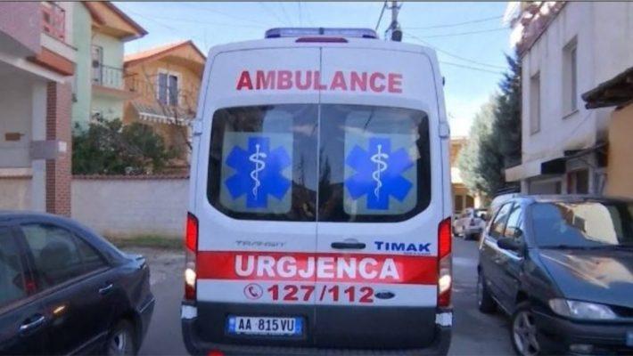 E rëndë në Berat/ Vetëhelmohet një grua, humb jetën rrugës për në spital