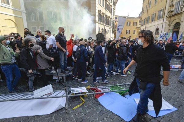 Protesta të dhunshme në Itali, pronarët e bizneseve kundër shtrëngimit të masave